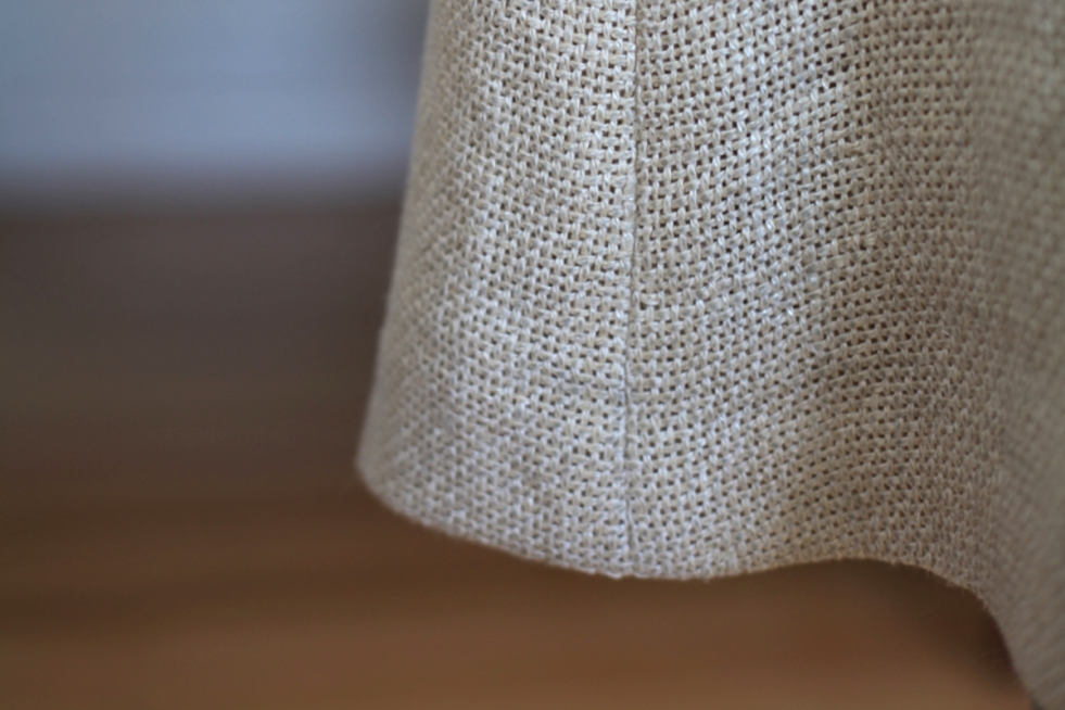 A (subtle?) gold skirt in #MoodFabrics metallic linen by Amy of Sew Well